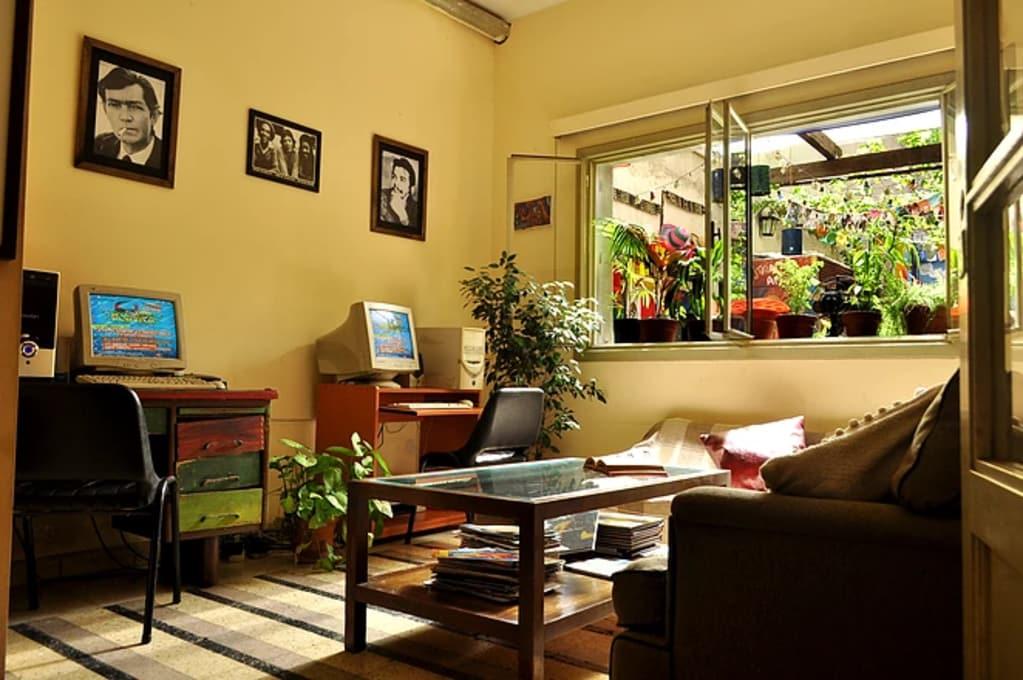 Sala de convivência do Hostel Lacandona