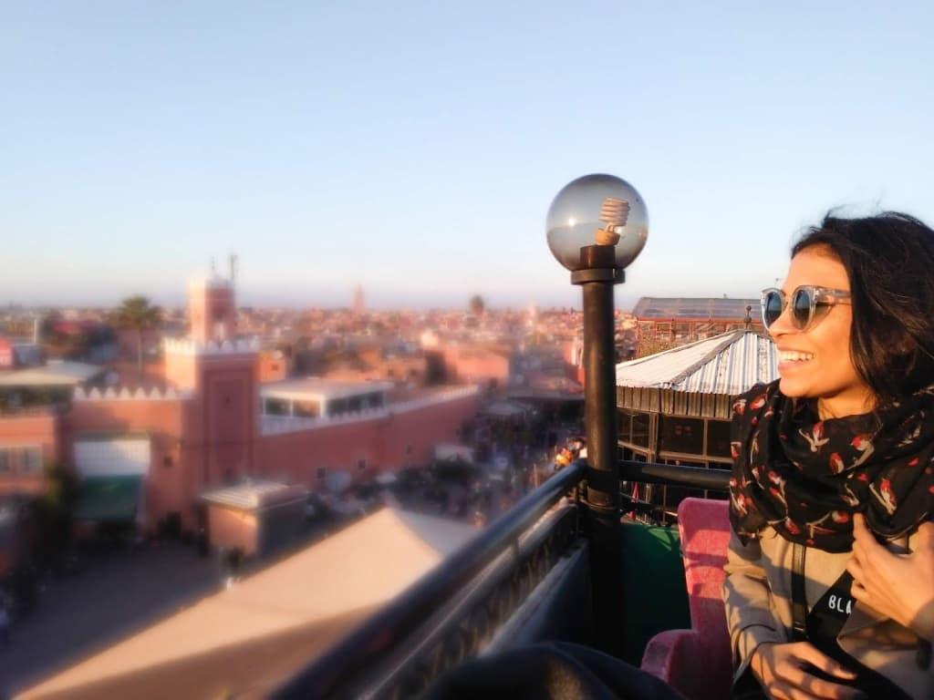 Mulheres que viajam sozinhas: Marrakech, Marrocos, Fev 2018: apreciando a beleza de ser livre.