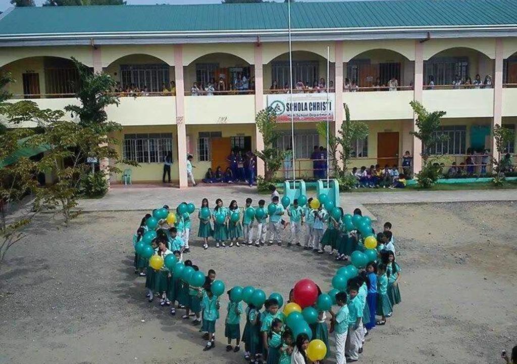 crianças em comemoração na escola