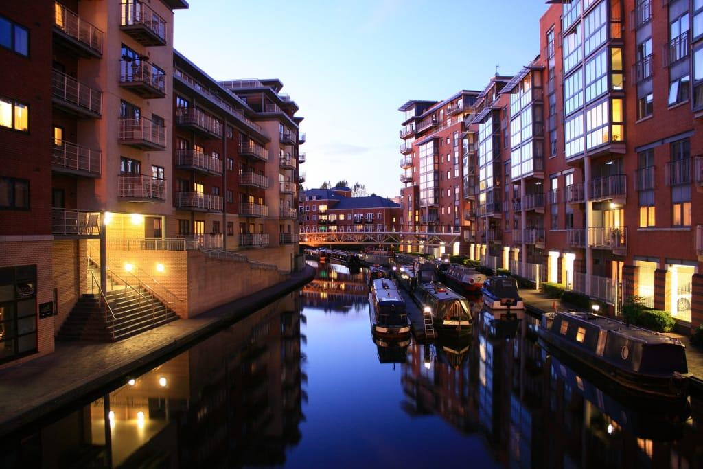 Birmingham, segunda maior cidade da Inglaterra, atrai muitos viajantes sozinhos pela Europa