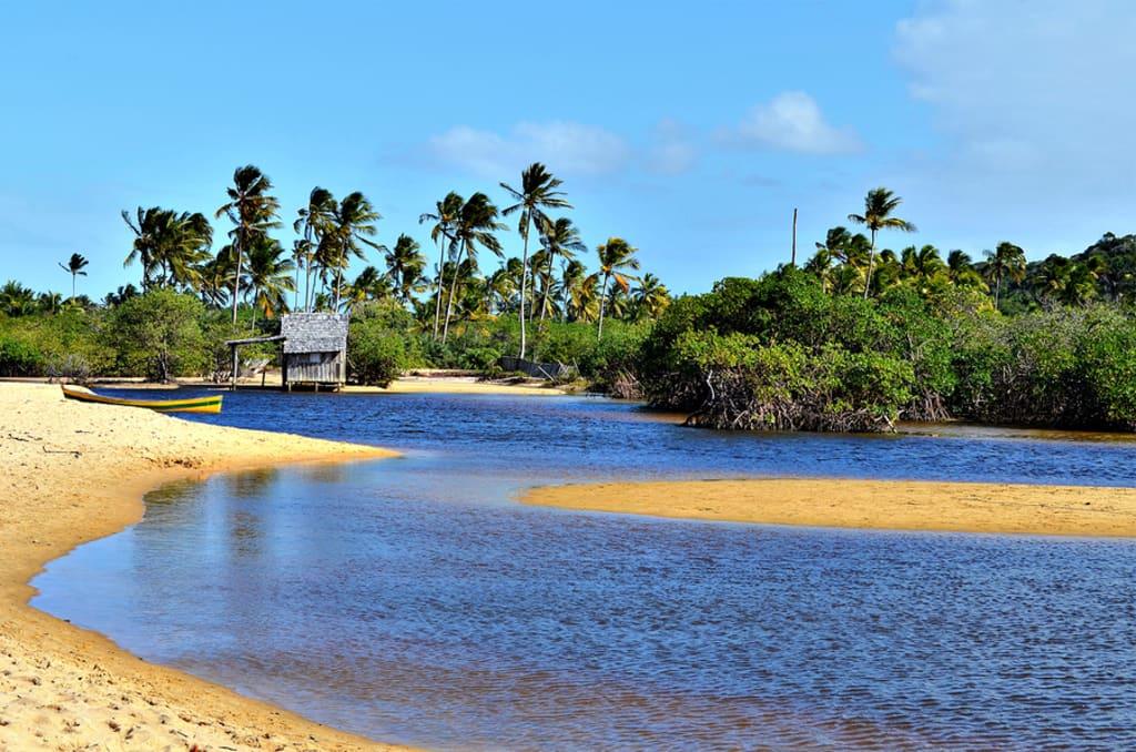 praia do rio dos mangues em porto seguro na bahia
