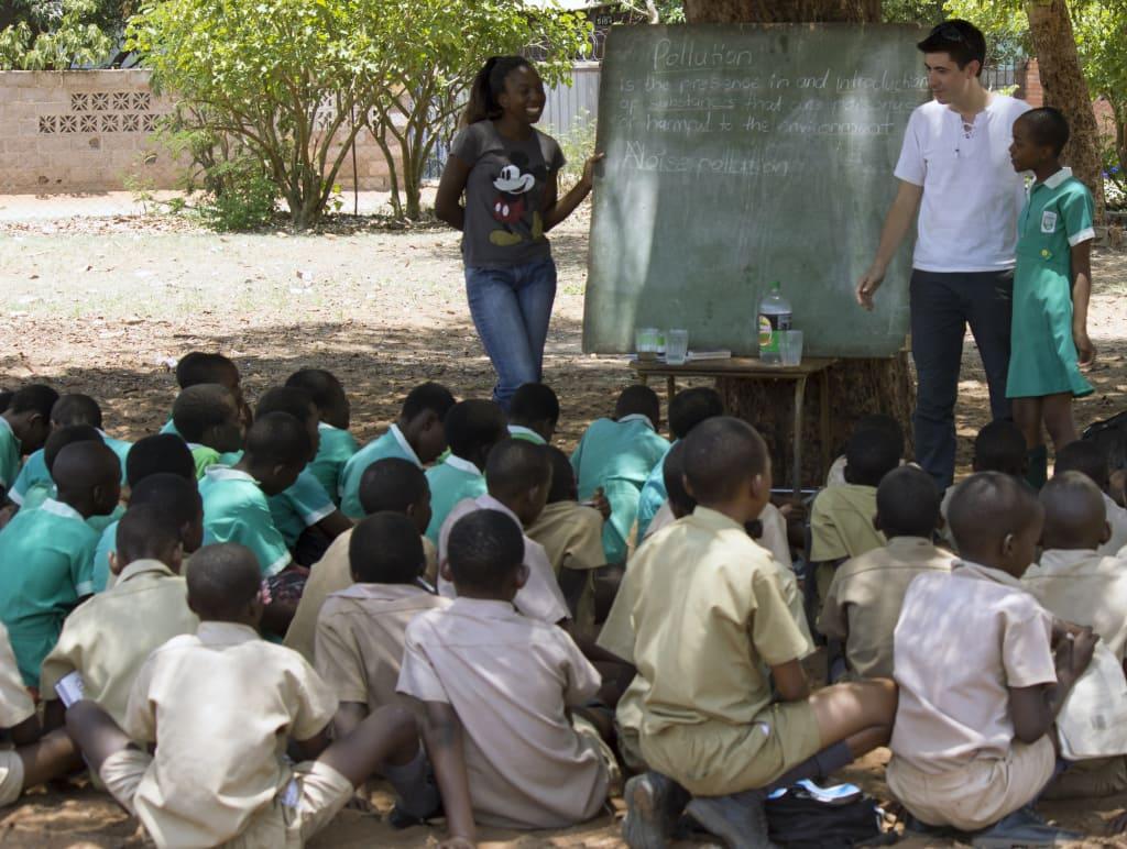 Viagem de de trabalho voluntário em educação ambiental para crianças de escola primária em Victoria Falls, Zimbábue