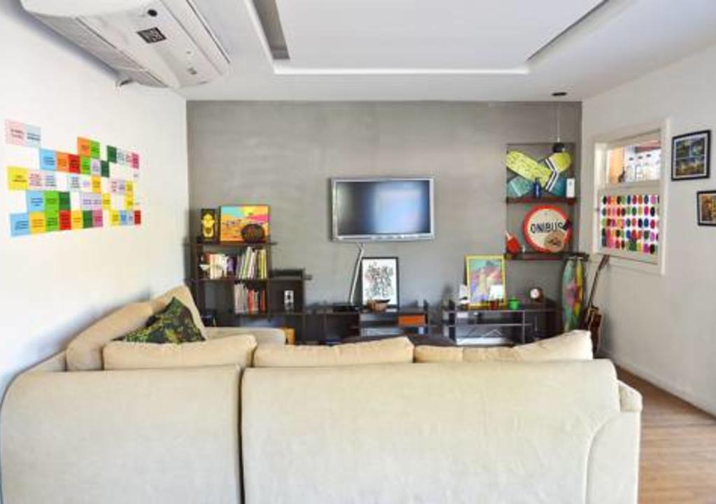 sala de estar do hostel