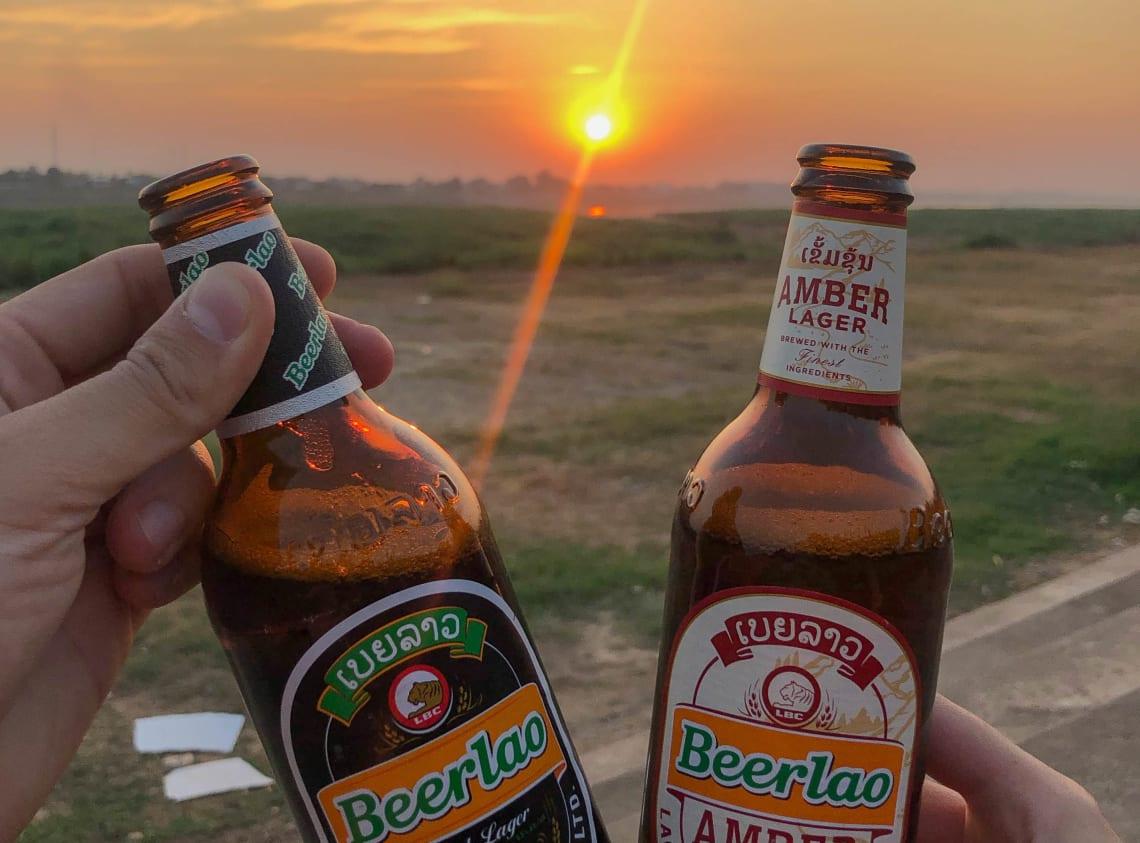 Hacer la ruta del Mekong: Laos, Camboya y Vietnam - Worldpackers - cervezas en Laos