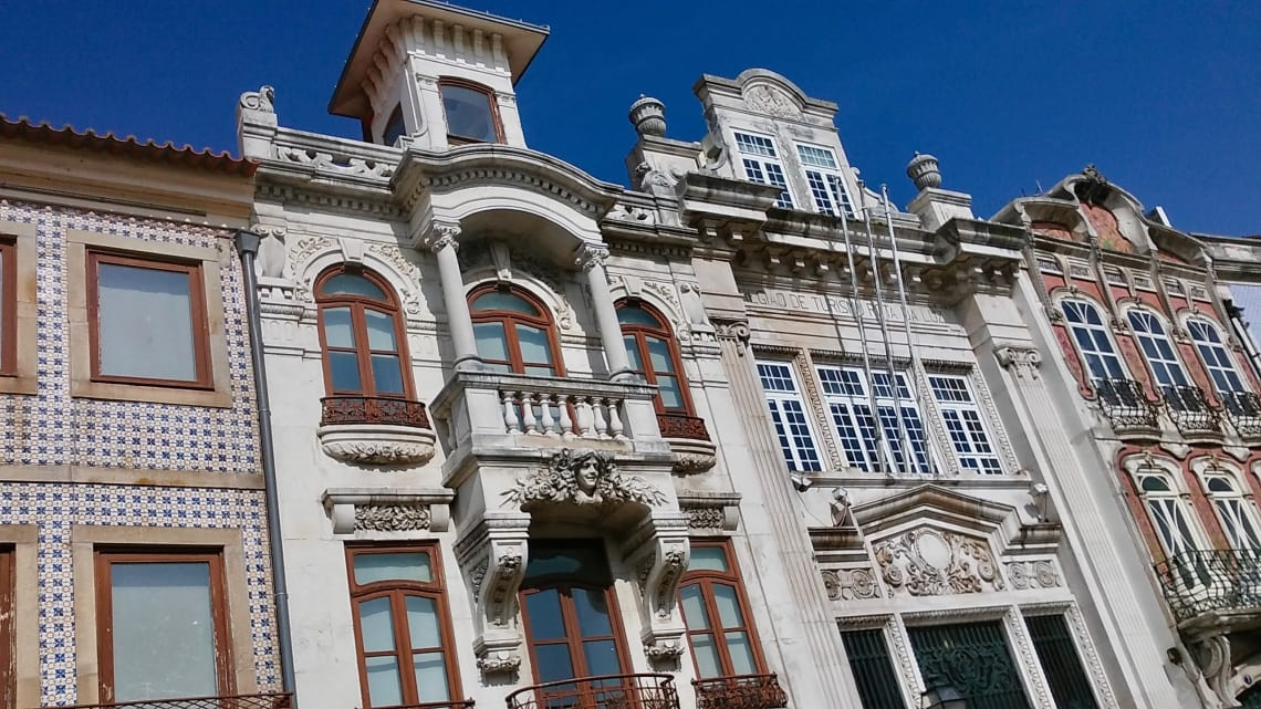 budget travel guide to aveiro architecture