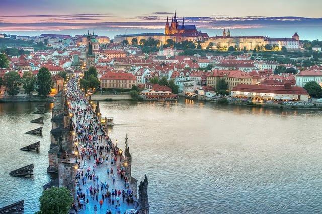 Praga, ótima cidade para mochilar de maneira econômica.