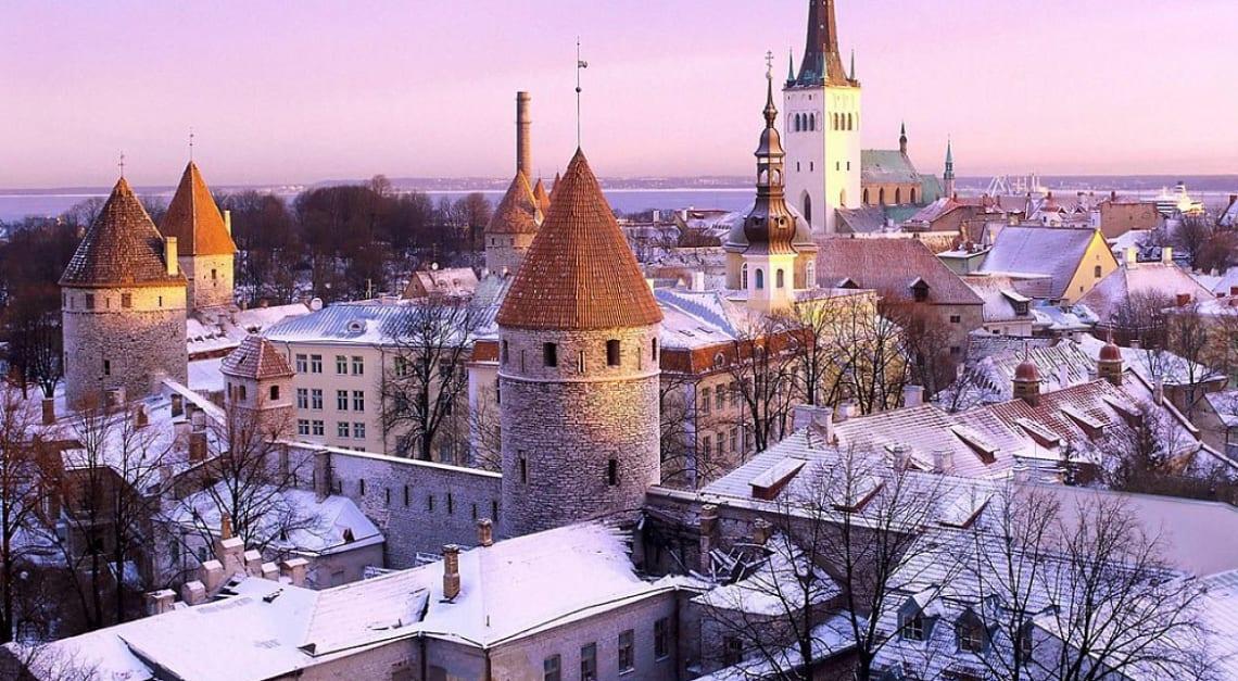 Mejores destinos para viajar solo y barato - Worldpackers - Tallin Estonia