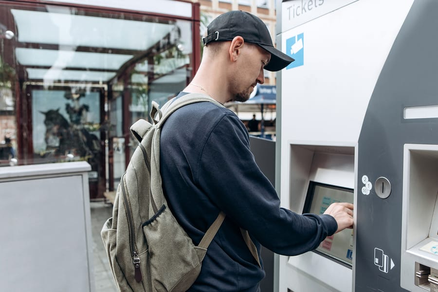 Dicas Europa: não aceite ajuda de estranhos quando envolve dinheiro
