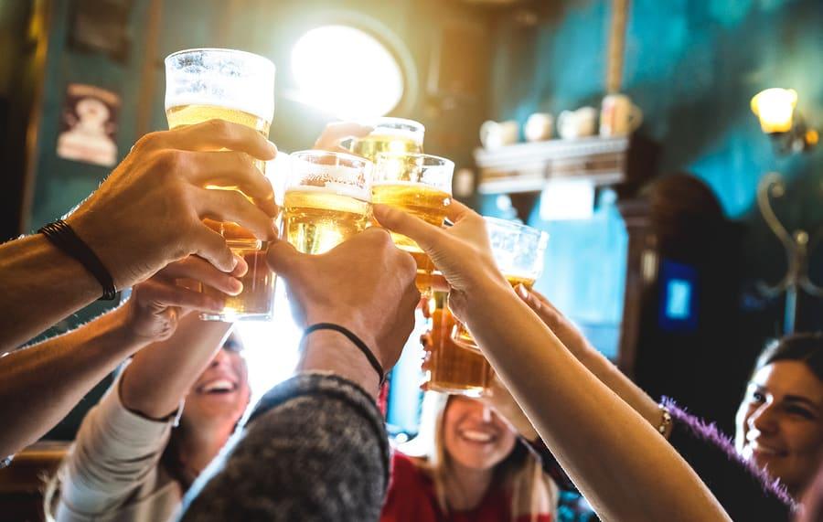 Dicas Europa: Cuidado com os amigos que faz no bar