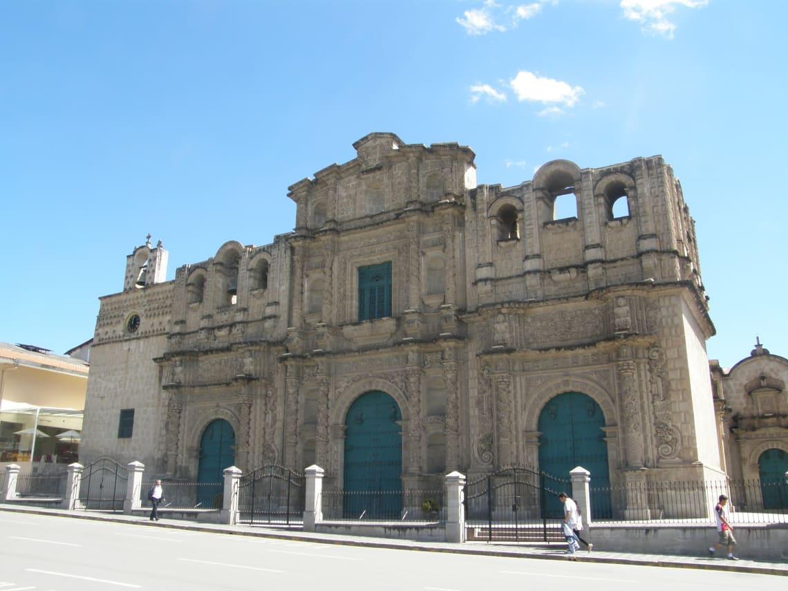 13 cosas que hacer en Cajamarca, Perú - Worldpackers - catedral en cajamarca fachada