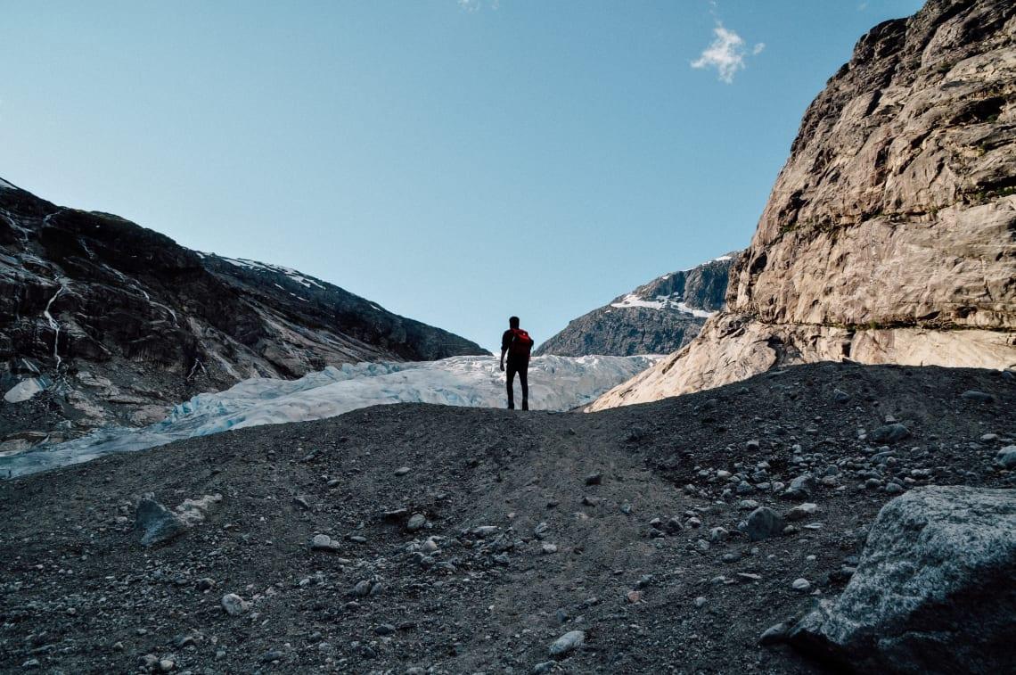 Slow travel: traveler enjoying a hike
