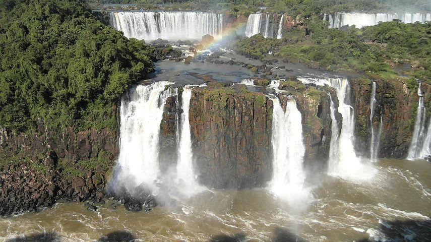 Guía para viajar a las cataratas de Iguazú con poco presupuesto - Worldpackers - vista panorámica de las cataratas de iguazú