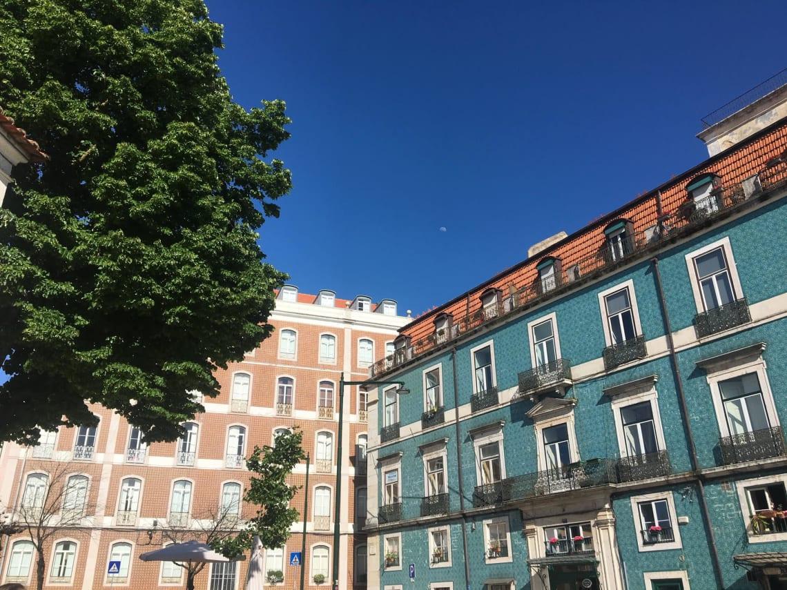 Qué visitar en Lisboa y sus alrededores - Worldpackers - casas del barrio alto en lisboa
