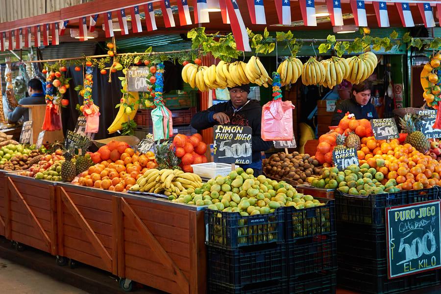 Não deixe de visitar o Mercado Central durante sua viagem para Santiago