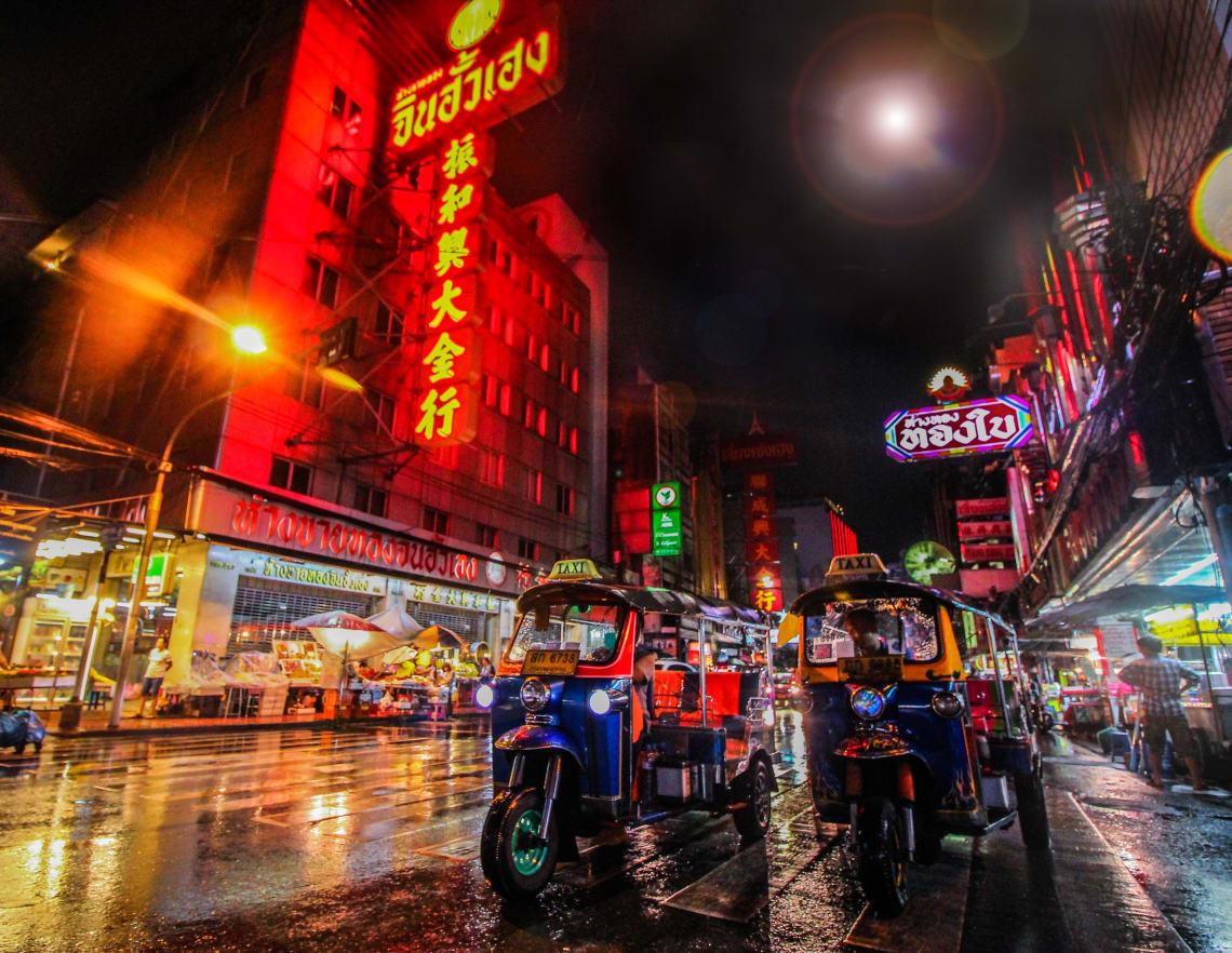 Os tuk tuk são um meio de transporte turístico e bem mais caro