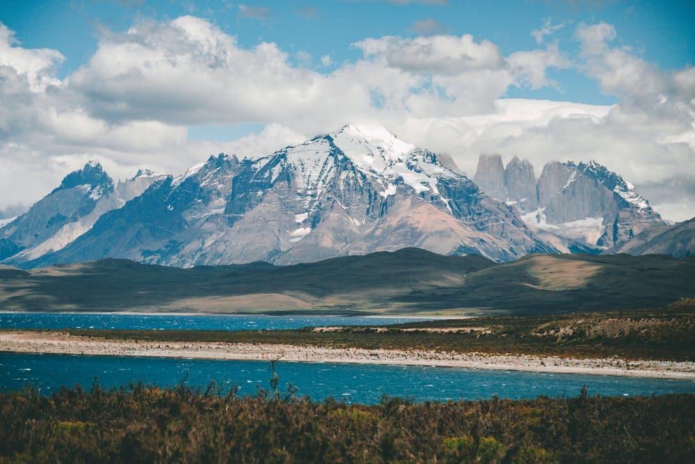Cómo viajar a la Patagonia argentina con poco presupuesto - Worldpackers - pico nevado en patagonia