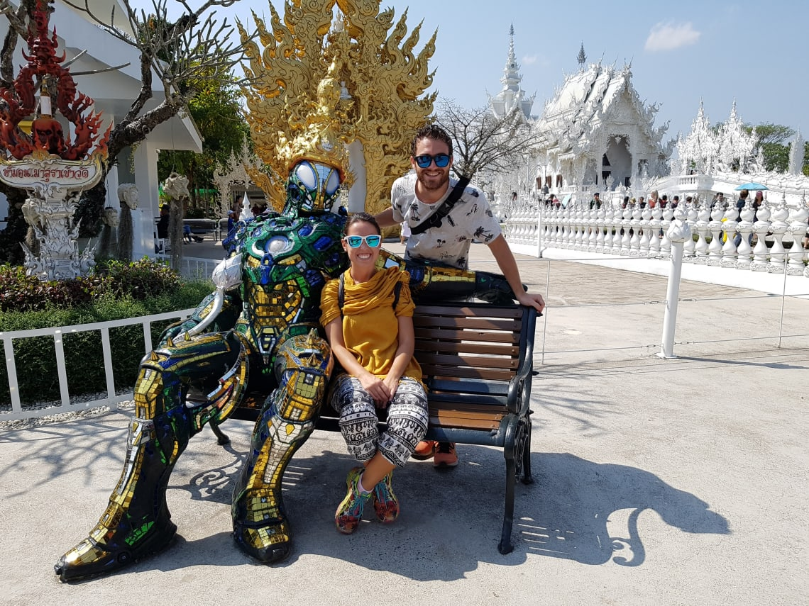 Cómo viajar a Asia con poco dinero - Worldpackers- templo en tailandia