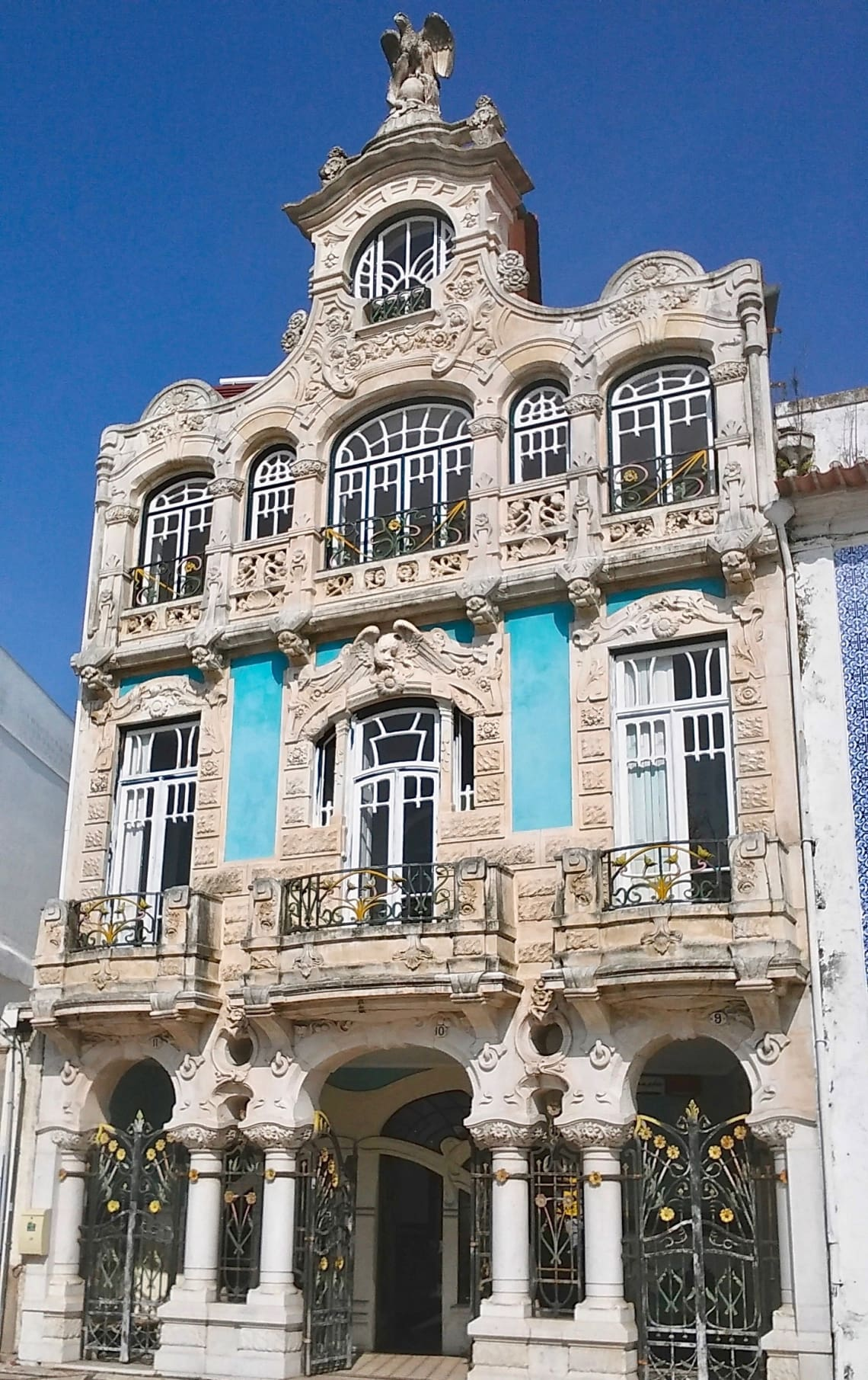budget travel portugal aveiro beauty