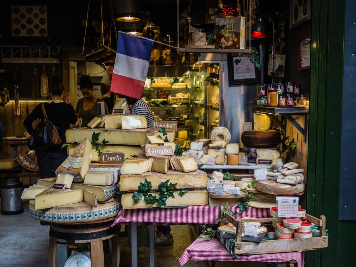 Mercado de rua em Paris, França