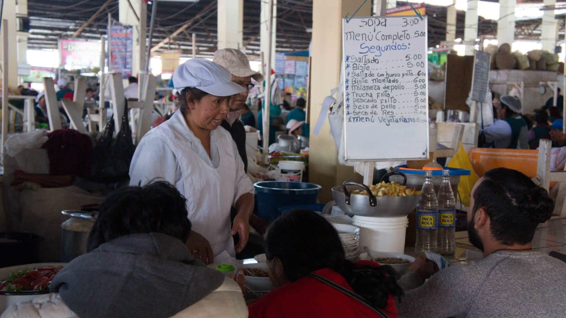 Almoço no mercado San Blas. Mais imagens de Cusco no instagram @virandogringa