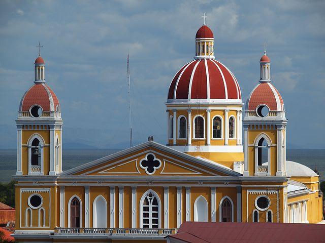 Ruta para recorrer Centroamérica como mochilero - Worldpackers - fachada de iglesia en Nicaragua