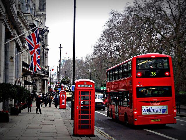 Guía para visitar Londres con poco dinero - Worldpackers - buses rojos de londres