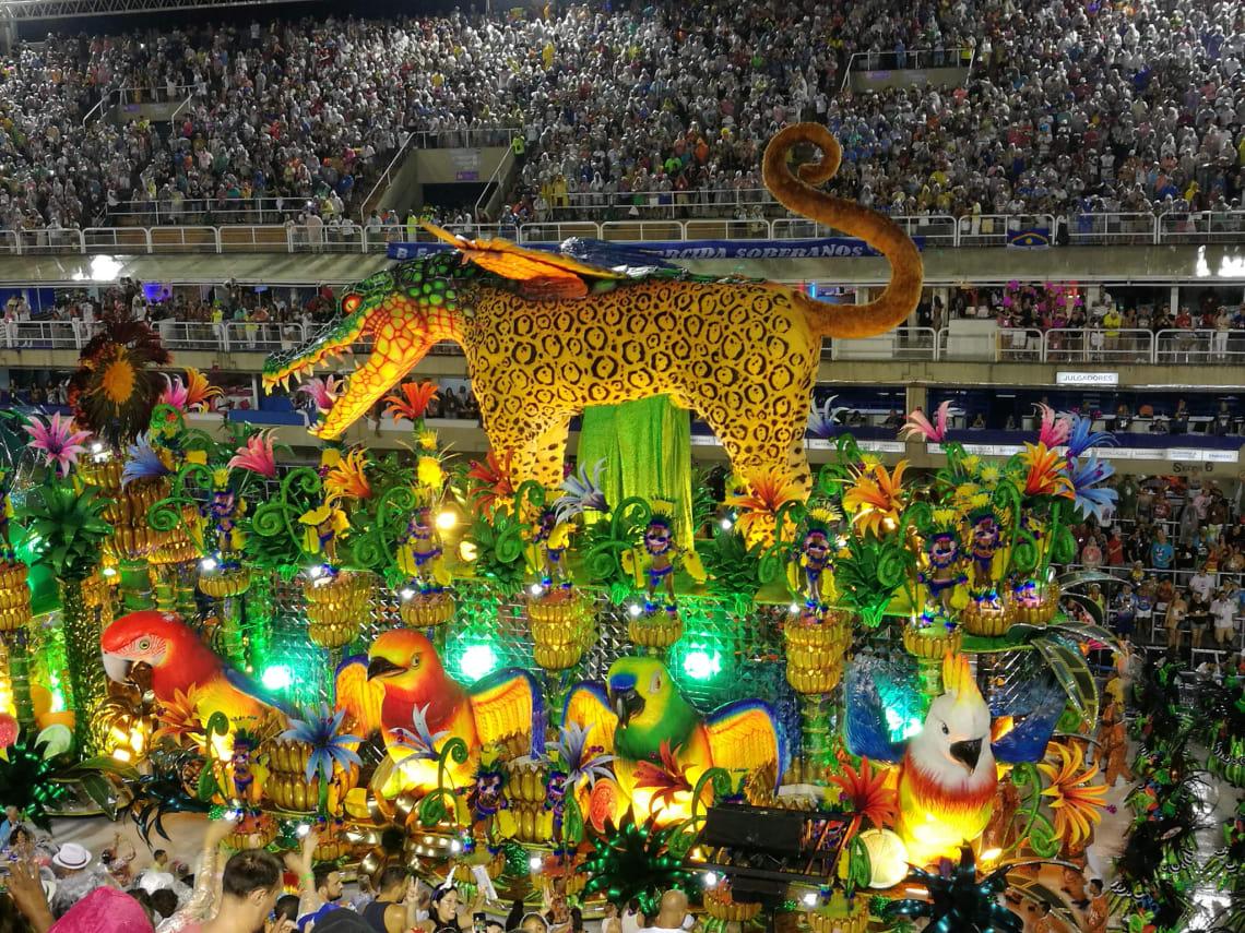 Uma das festas populares brasileiras mais comemorada é o Carnaval