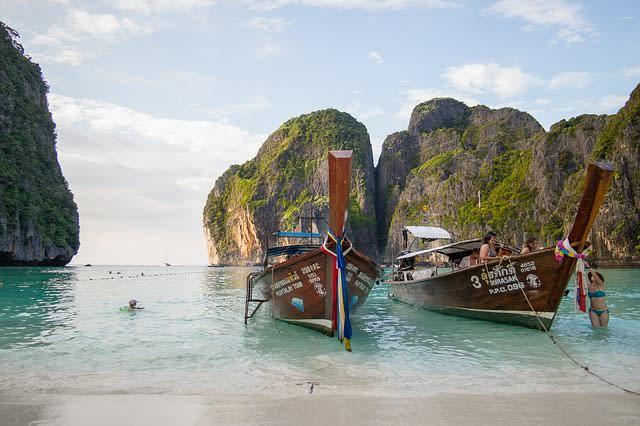 O desejo de todo viajante em um mochilão na Tailândia: as ilhas Phi Phi