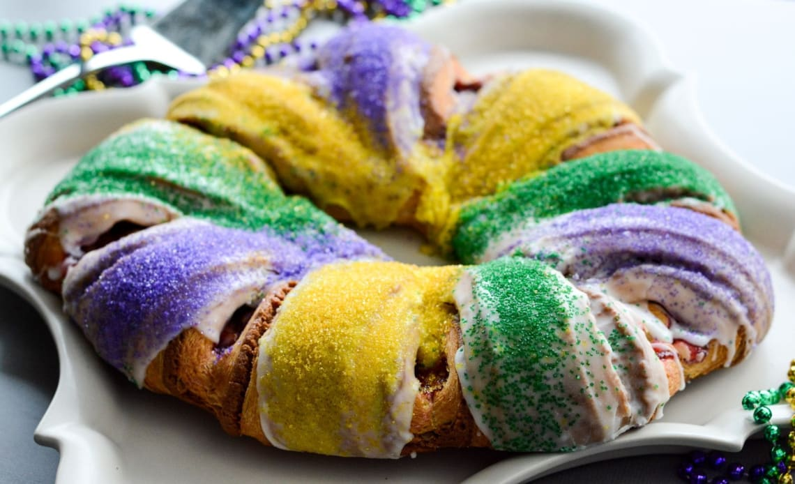 Things to do in New Orleans during Mardi Gras: eat king cake