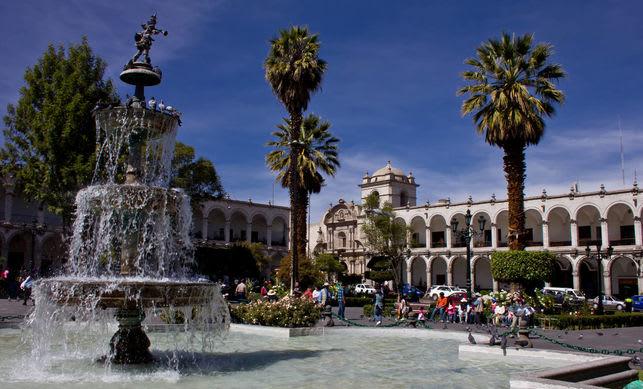 Todas las cosas que hacer en Arequipa y sus alrededores - Worldpackers - Plaza de Armas de Arequipa en Perú