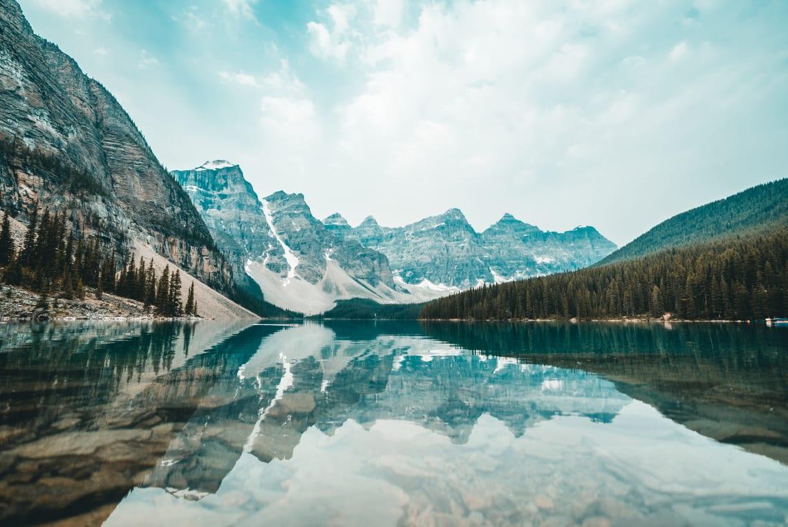 Lago Moraine, atração imperdível em um mochilão pelo Canadá