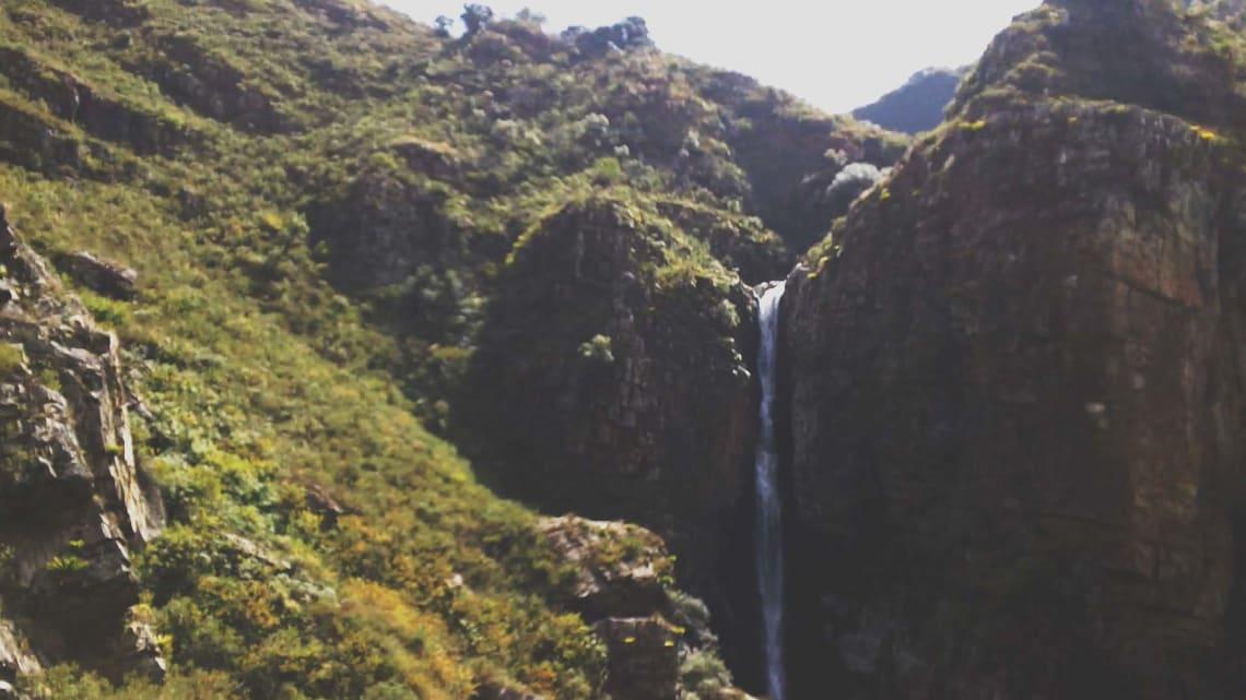Mi experiencia recorriendo Sudamérica haciendo voluntariados - Worldpackers - cascada en Tarija Bolivia
