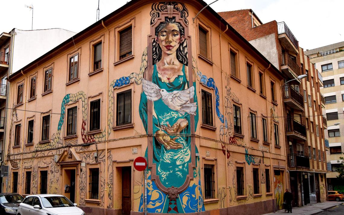 Rutas para recorrer España como mochilero - Worldpackers - fachadas de casas en Salamanca