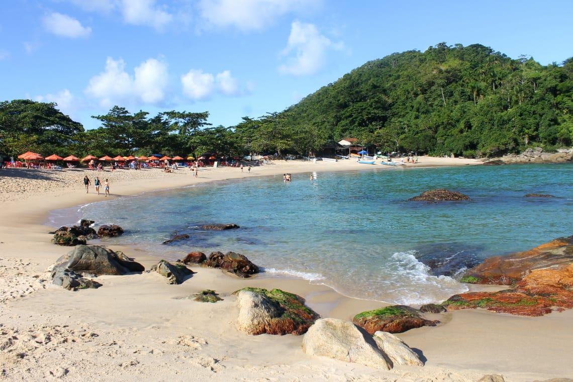 Praias perto de Paraty com águas claras