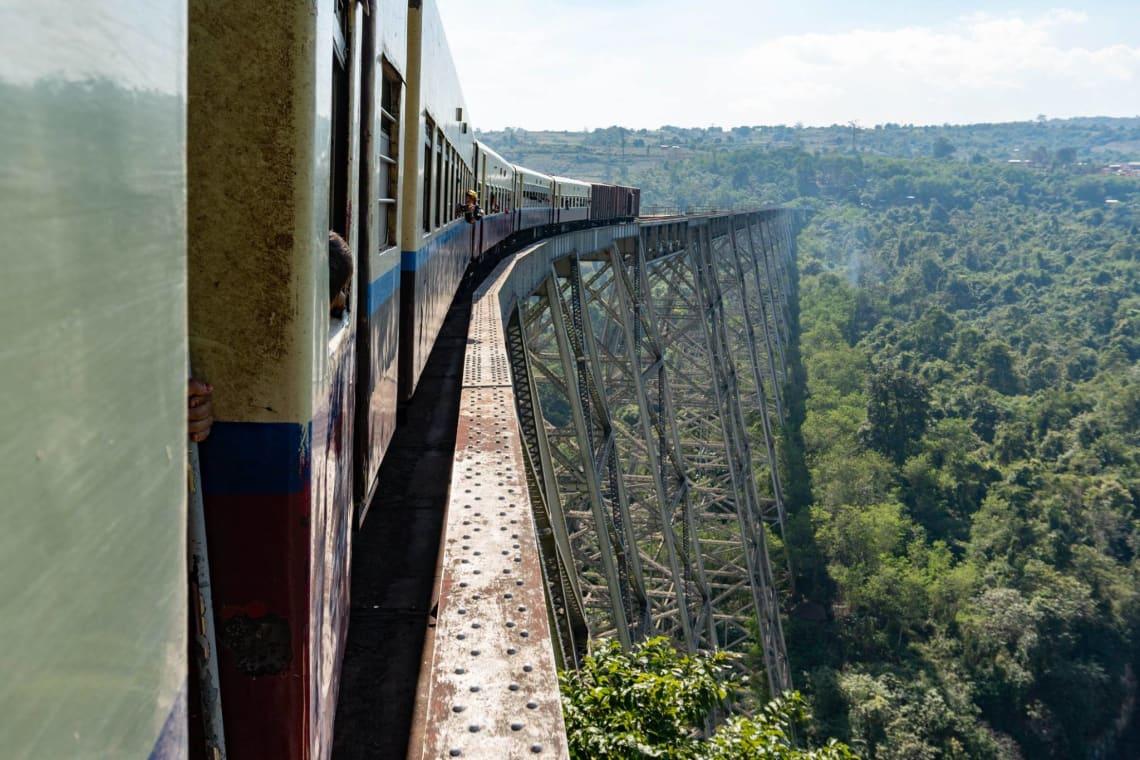 Viajar a Myanmar, un país recién abierto al turismo - viaducto de goteik - Worldpackers