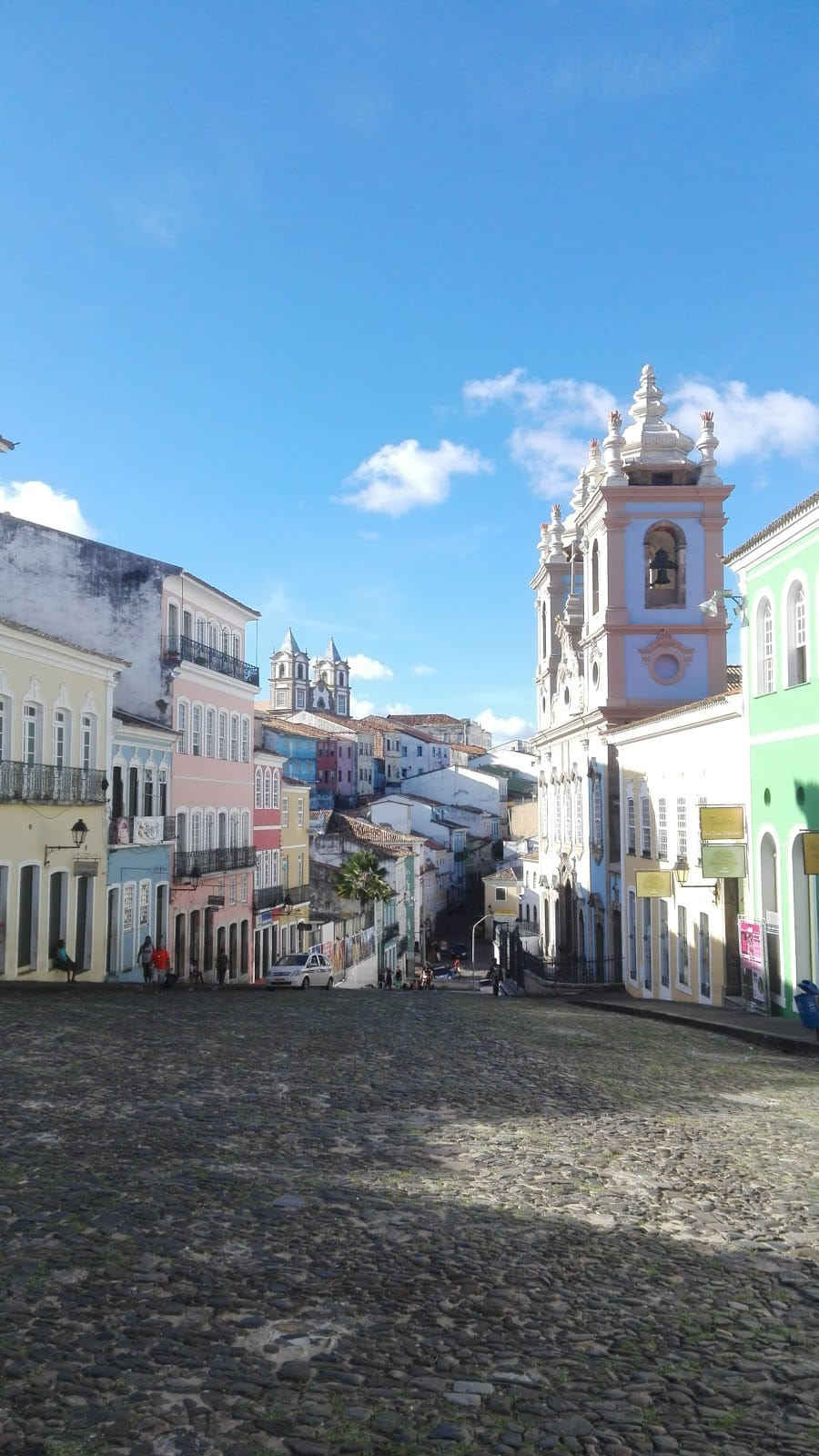4 ciudades para viajar sola en Brasil - Worldpackers - calle en salvador