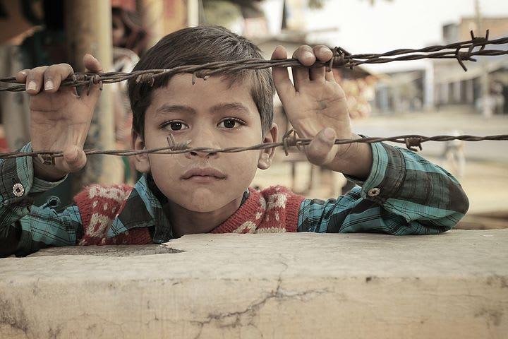 Consejos para viajar solo a India - Worldpackers - niños en India