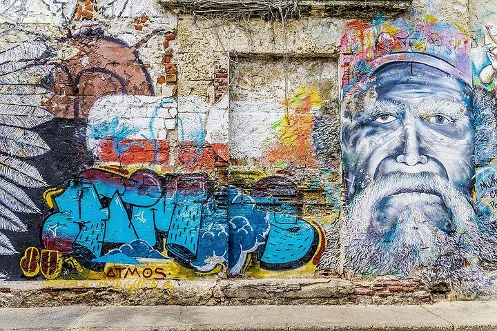 10 cosas que puedes hacer en Cartagena con poco dinero - Worldpackers - pared con grafitti en cartagena