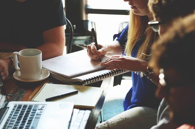 Você pode trabalhar escrevendo artigos para seus amigos