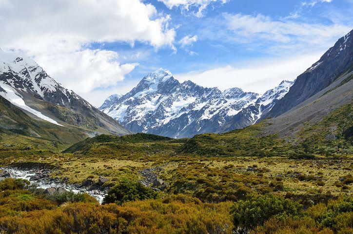 Viajar haciendo voluntariados me ayudó en mi profesión: mi experiencia en Nueva Zelanda - Worldpackers - montañas con picos nevados en Nueva Zelanda