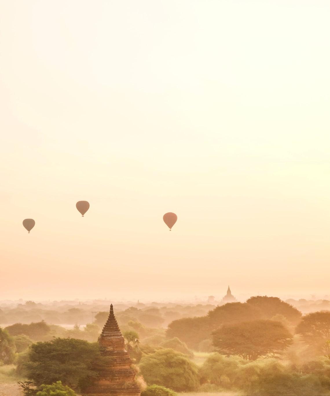 Backpacking Myanmar itinerary: balloon flight over Bagan