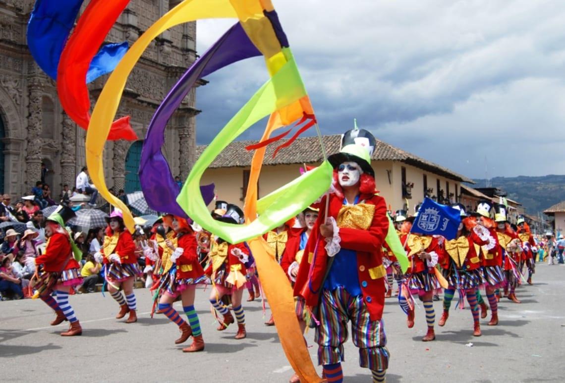 13 cosas que hacer en Cajamarca, Perú - Worldpackers - disfraces en carnaval de Cajamarca en Perú