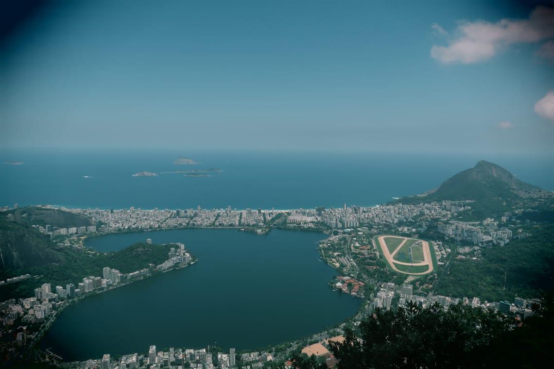 Todo lo que debes saber para viajar barato en Brasil - worldpackers - vista de rio de janeiro