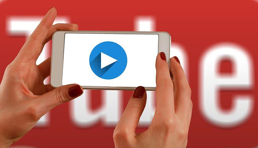 7 empleos para trabajar y viajar como nómada digital - Worldpackers - creador de contenido youtuber