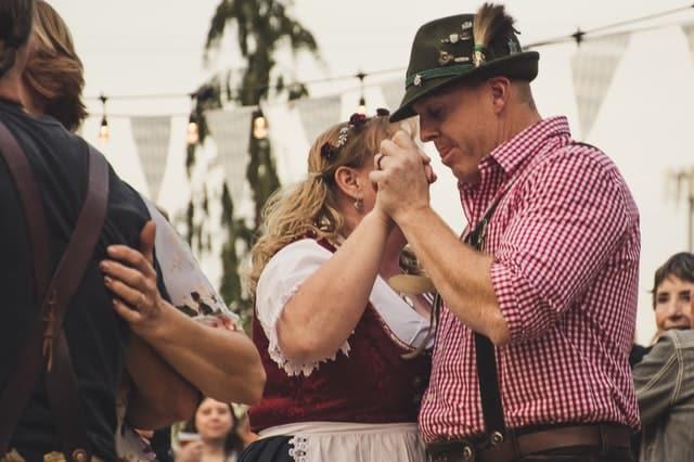 Roupas tradicionais usadas no Oktoberfest, Alemanha