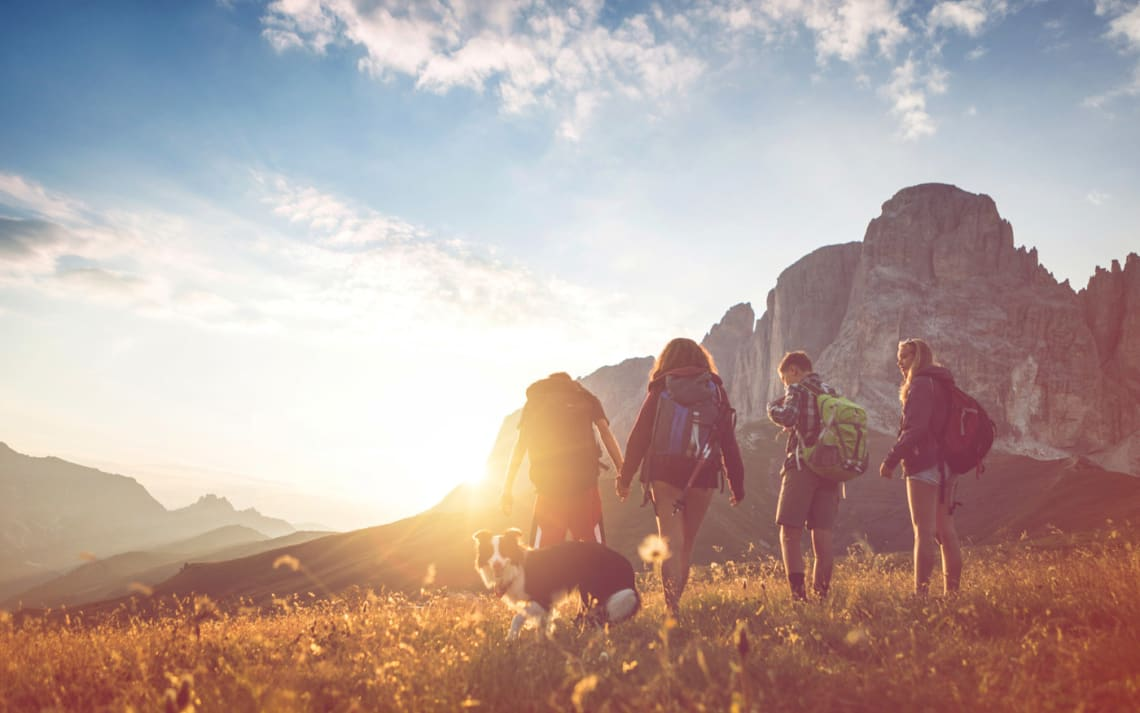 Viajar sola, es encontrar a alguien - Worldpackers- viajeros en la montaña