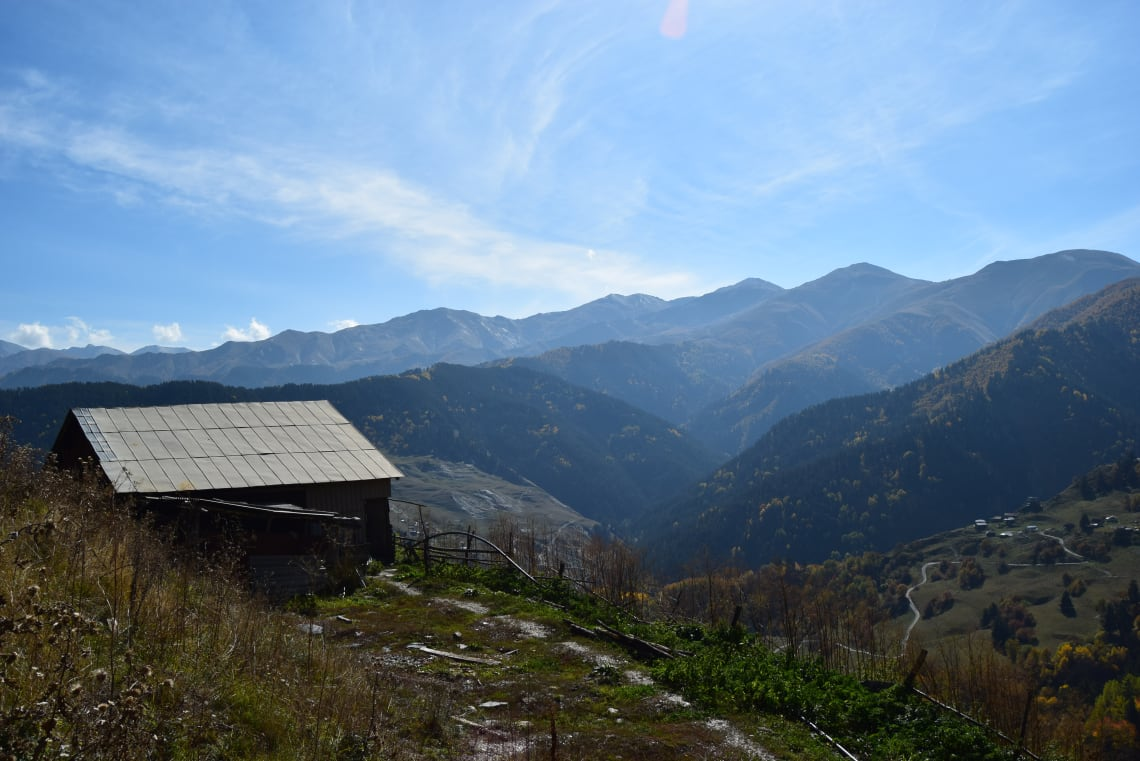 Qué debes saber antes de viajar a Georgia - Worldpackers -Poblado de Khakhabo en la región histórica de Tusheti
