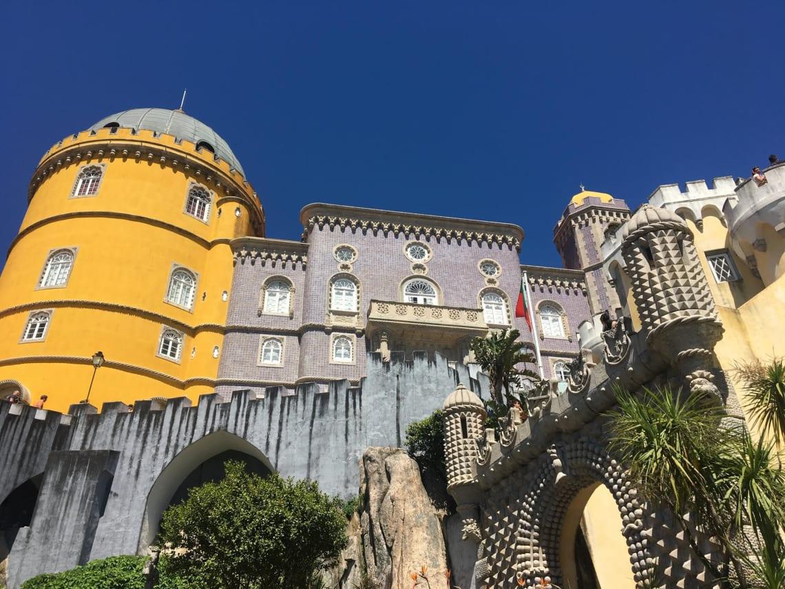 Qué visitar en Lisboa y sus alrededores - Worldpackers - castillo de sintra en portugal