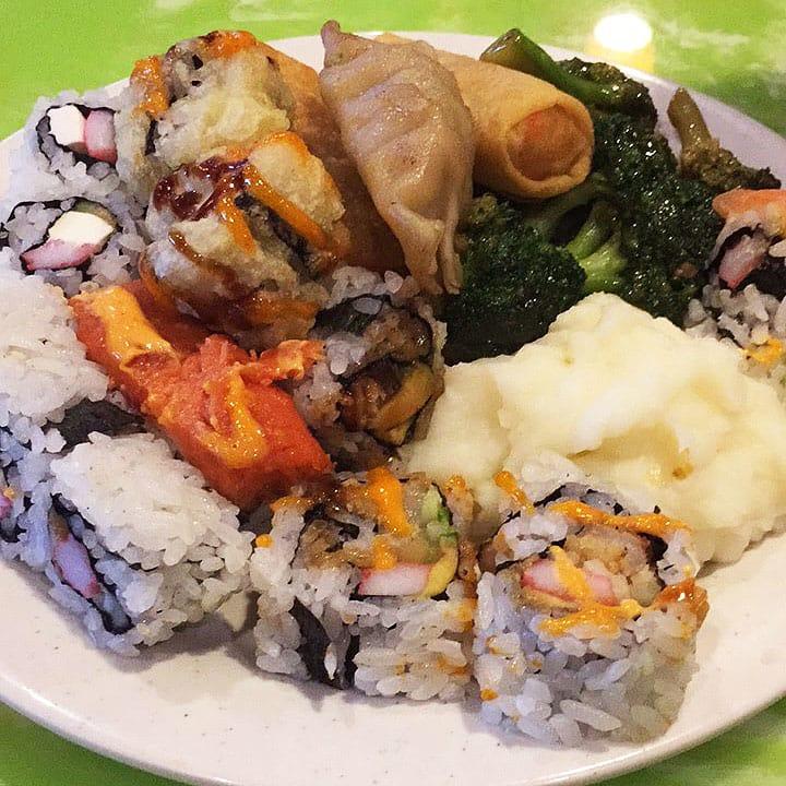 All You Can Eat de comida asiática: parece feio mas é uma delícia. Haha ;)