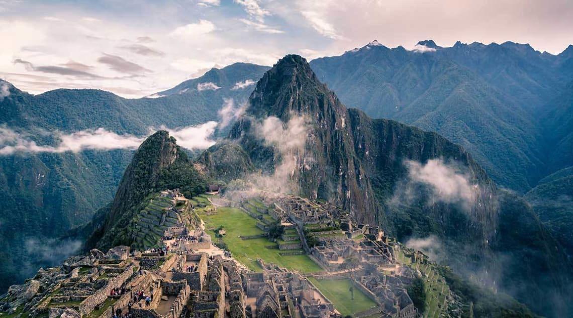 10 increíbles voluntariados en Sudamérica - Worldpackers - machu picchu desde lo alto